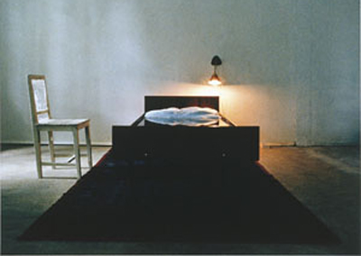 empty-chair-next-to-bed