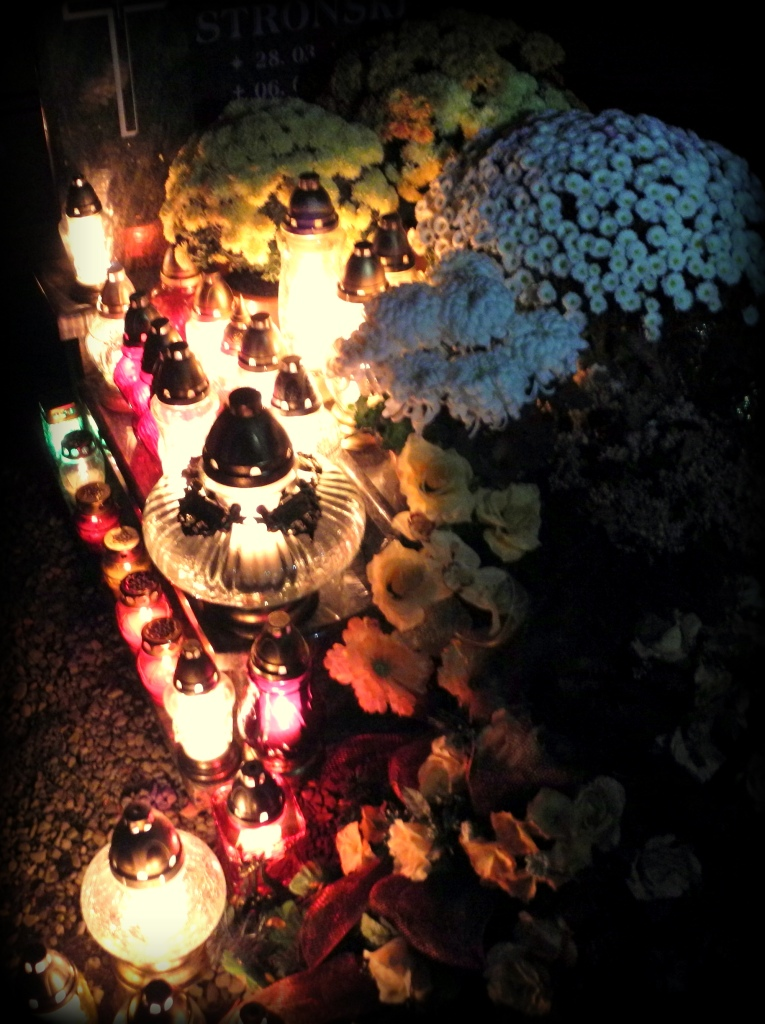 Recent graves are most abundantly decorated.